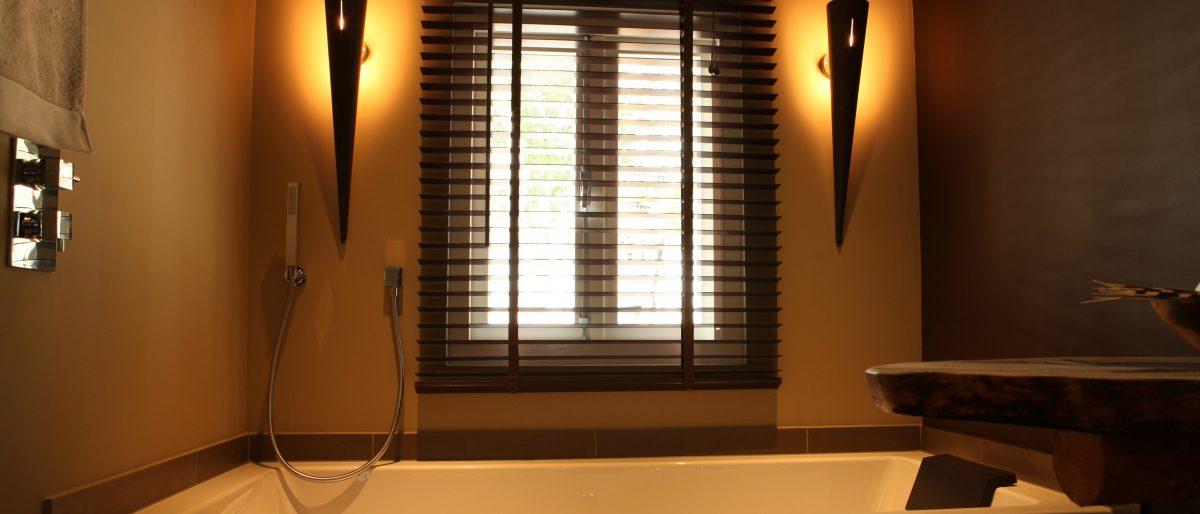 Permalink to: Luxe badkamer met bad